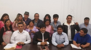 Familiares de los fallecidos en Senkata se reúnen con Evo Morales en Argentina