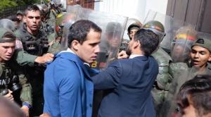 Añez protesta contra régimen de Maduro que bloqueó ingreso de Guaidó a la Asamblea y posesionó a su aliado
