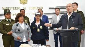 Fiscalía determina aprehensión de mujer detenida en aeropuerto de El Alto con $us 100 mil