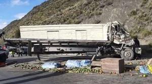 Al menos tres fallecidos en vuelco de camión, en una curva cercana a la represa de Incachaca 1