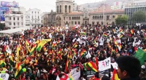 """Cabildo del """"Pacto por la unidad de Bolivia"""" se realiza en La Paz contra anuncios de violencia de Evo Morales"""