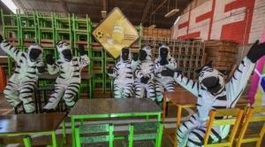 Alcaldía de La Paz inicia entrega de mobiliario escolar y pide cuidarlos