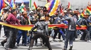 Policías recibieron órdenes de resguardar a grupos afines al MAS