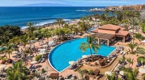 En lujoso hotel de Tenerife están confinados más de mil turistas por un caso de coronavirus