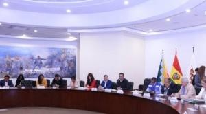 """Gobierno pide dejar """"peleas"""" electorales, se reúne con autoridades regionales y locales para evitar propagación del Covid-19"""