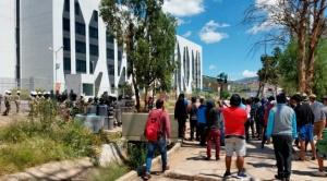 Compatriotas que llegaron por Pisiga no presentan síntomas del Covid-19, vecinos de La Paz y Cochabamba rechazan su llegada