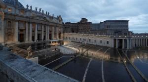 El Papa dio una bendición inédita, ante una gran plaza vacía 1