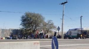 En Chile, 70 bolivianos caminan hacia Pisiga y demandan atención del gobierno de nuestro país 1