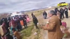 En Laja, la gente que no acata la emergencia sanitaria increpa al ministro Arias 1