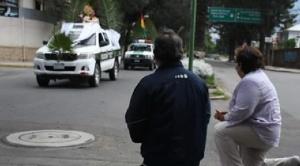 Procesiones en patrullas policiales, misas vía internet y palmas del año pasado, el silencioso Domingo de Ramos en Bolivia