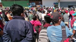 Se registran largas filas en las sucursales del Banco Unión de Santa Cruz