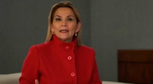Presidenta Añez aumenta hasta nivel secundaria derecho a recibir el Bono Familia 1