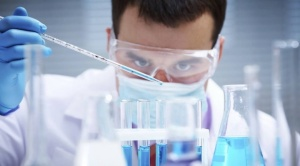 """Trump lanza plan para crear vacuna contra el coronavirus """"antes de fin de año"""""""