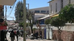 Policía controla motín en penal de Sucre por supuesta muerte de un interno a causa de Covid-19