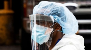 ¿Cómo nos contagiamos de coronavirus? Entre los expertos hay cada vez más consenso