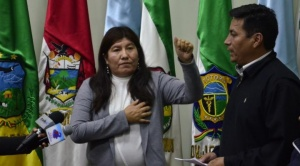 Ministro Arias pide la renuncia de la gobernadora de Cochabamba tras dudar de la existencia del COVID-19
