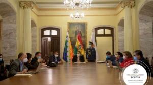 """Áñez reanuda su trabajo en el Palacio de Gobierno y califica de """"canallesca"""" la marcha de afines al MAS"""