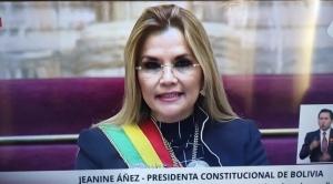 En su informe de gestión, Áñez reitera pedido al MAS de aprobar créditos internacionales