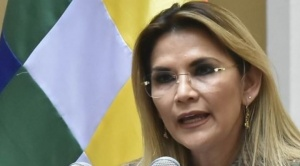 Añez dice que Bolivia tiene dos caminos: bloqueo y luto que propone el MAS o diálogo y salud