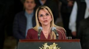 Presidenta Añez promulga Ley de Diferimiento de pago de créditos a la banca